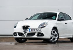 2015 Alfa Romeo Giulietta Sprint revealed
