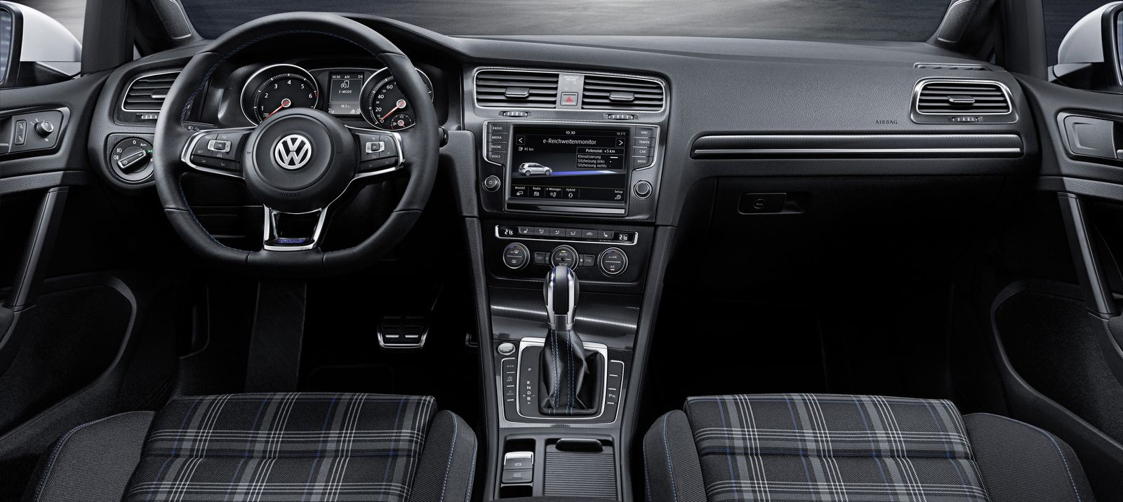 Volkswagen golf gtd vs gte efficient hot hatches for Interieur sport golf