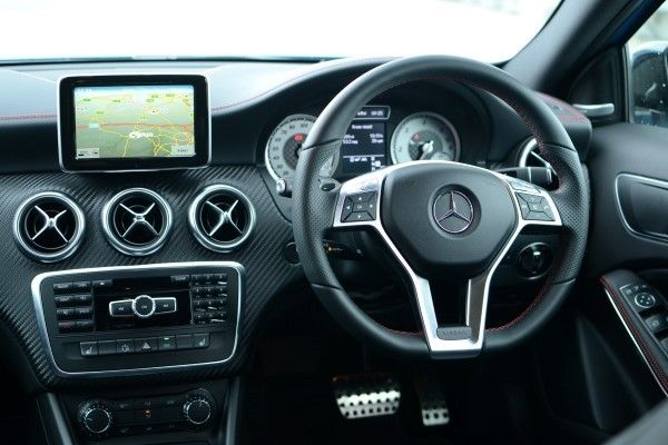 Mercedes a class a200 cdi amg sport expert review carwow for Cdi interior design