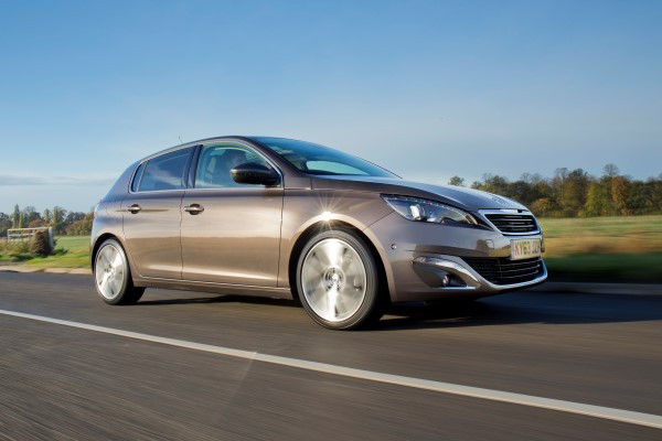 Peugeot 308 front driving