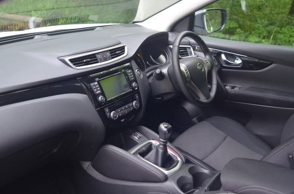 2014 Nissan Qashqai Acenta Premium 1.5 dCi - UK Road Test ...