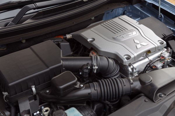 Mitsubishi Outlander PHEV engine