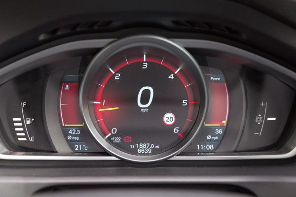 Volvo V40 Cross Country dials