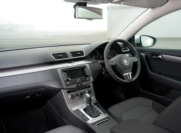 vw passat estate vs ford mondeo estate family wagons compared carwow. Black Bedroom Furniture Sets. Home Design Ideas