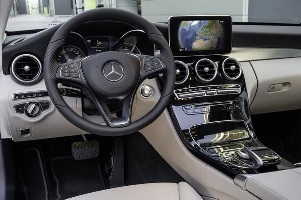Mercedes c class dimensions interior and exterior sizes for Interieur mercedes c klasse