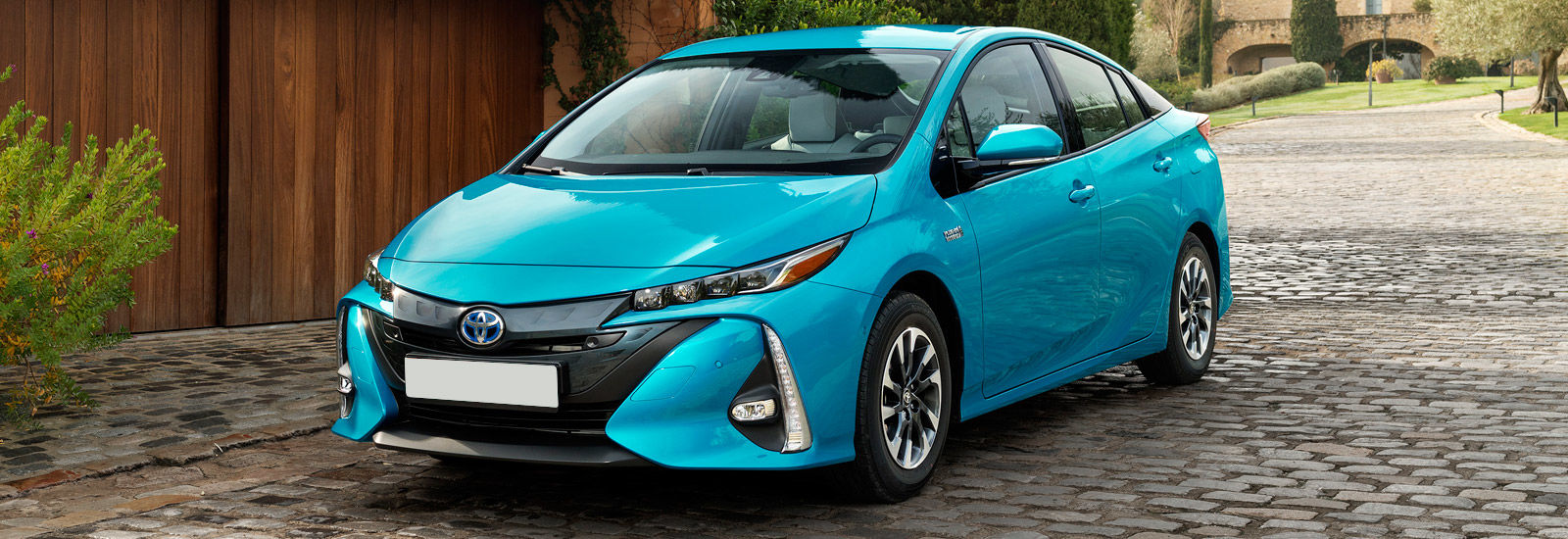 2017 toyota prius plug in price specs release date carwow. Black Bedroom Furniture Sets. Home Design Ideas