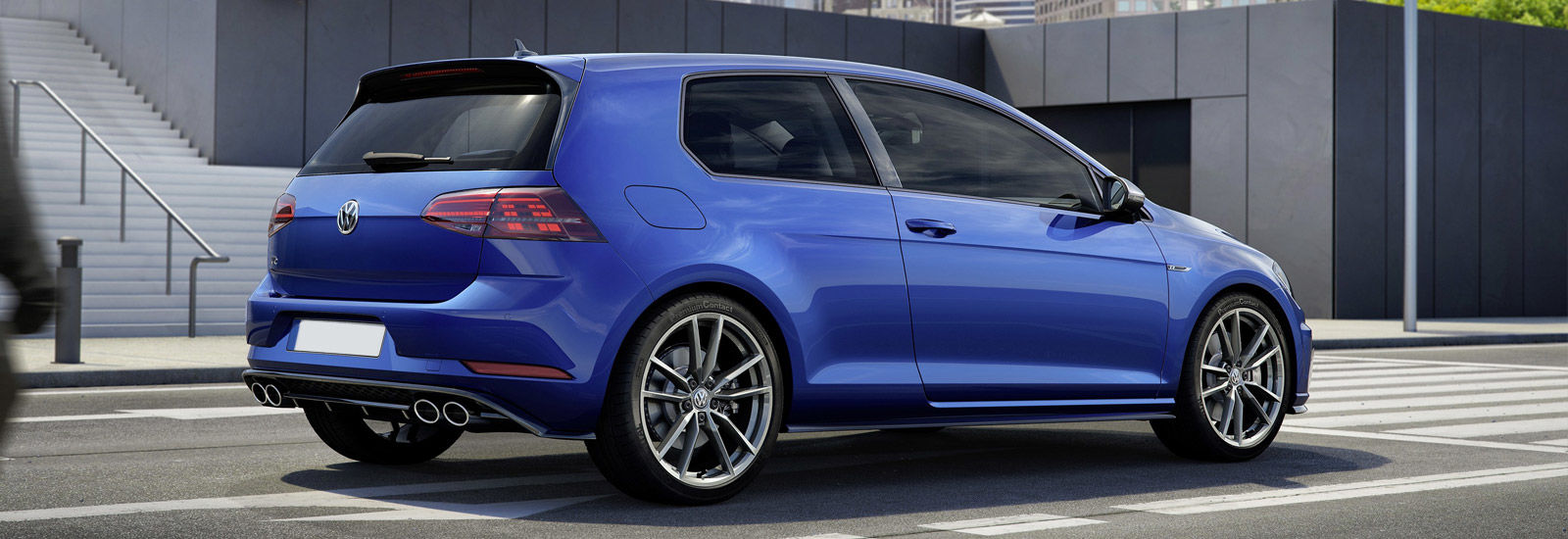 2017 vw golf r and r estate price specs and release date carwow. Black Bedroom Furniture Sets. Home Design Ideas
