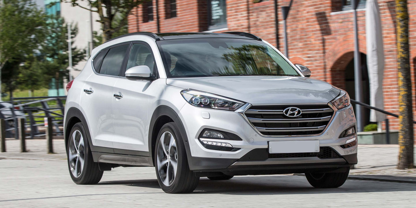 hyundai tucson review carwow. Black Bedroom Furniture Sets. Home Design Ideas