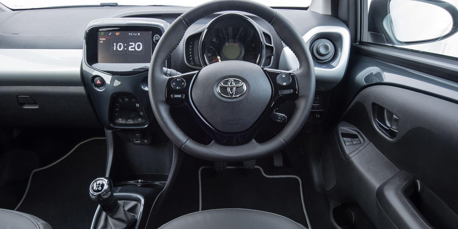 Toyota aygo review carwow - Toyota aygo interior ...