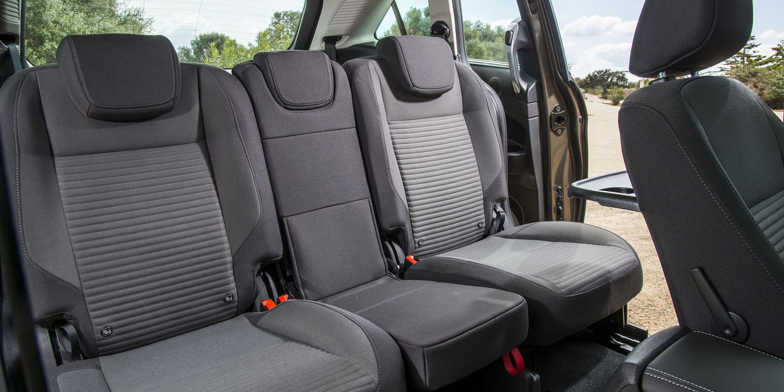 ford c max review impressive mpv is fun to drive and. Black Bedroom Furniture Sets. Home Design Ideas