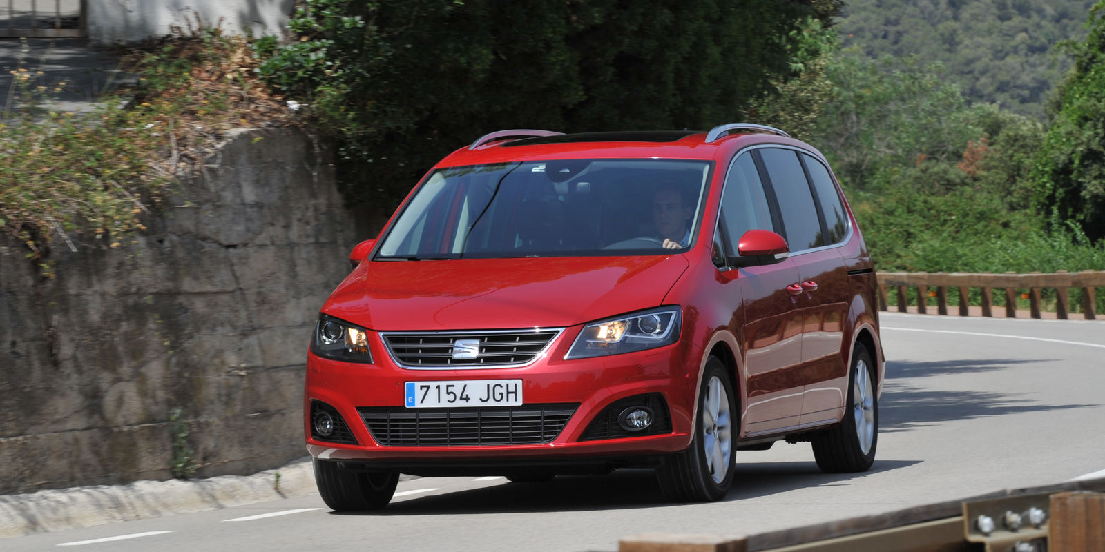 seat alhambra review deals carwow. Black Bedroom Furniture Sets. Home Design Ideas