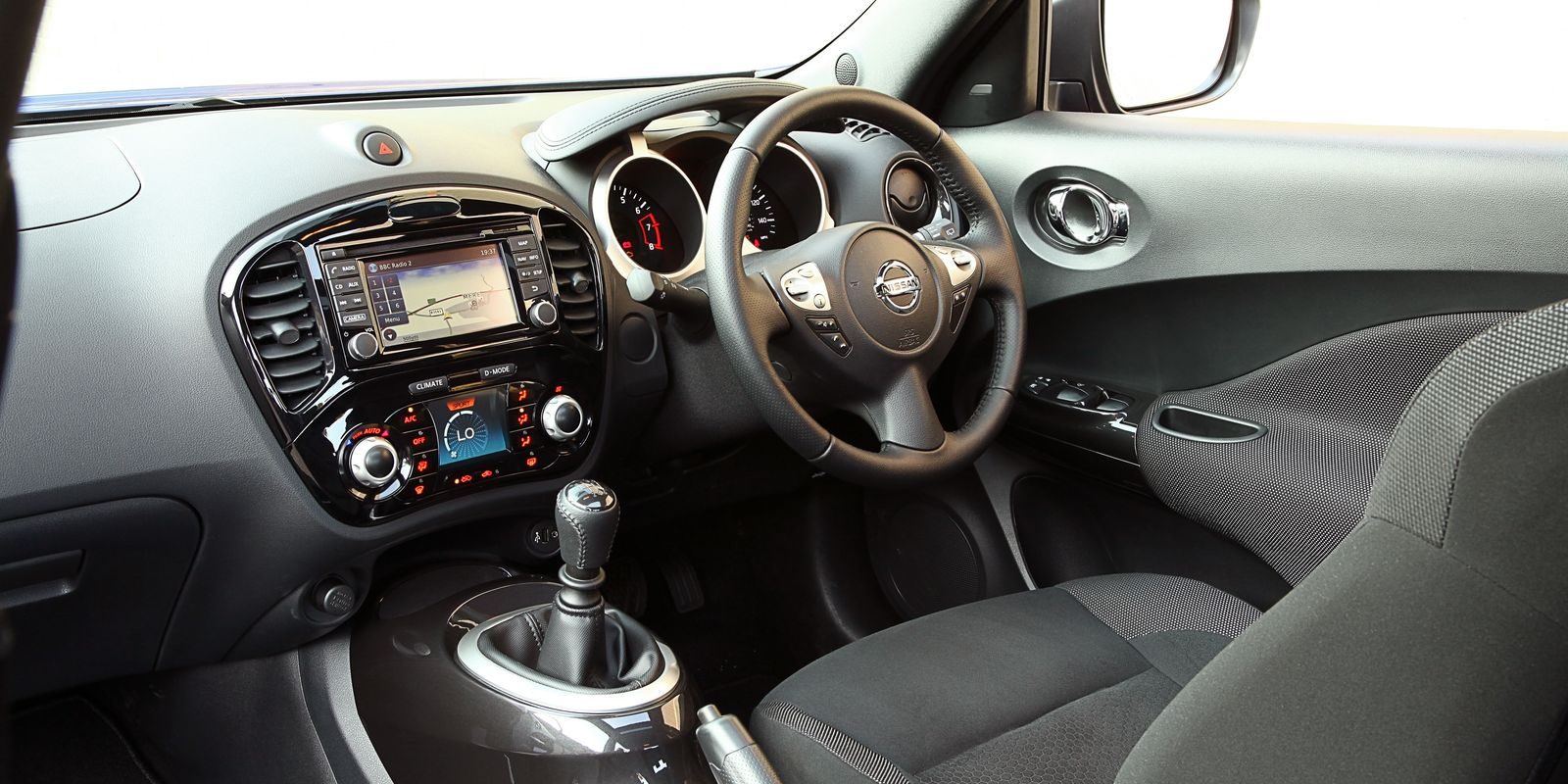 Nissan juke review carwow for Interior nissan juke