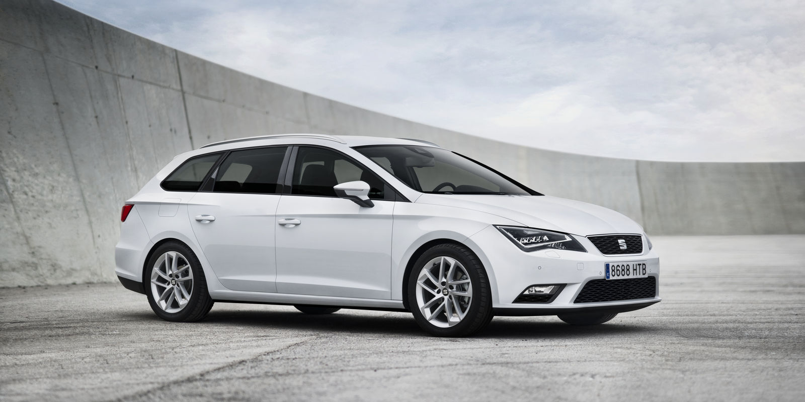 seat leon st review carwow. Black Bedroom Furniture Sets. Home Design Ideas