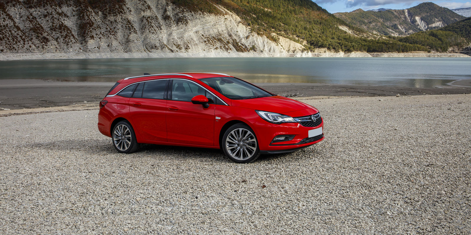 vauxhall astra sports tourer review carwow. Black Bedroom Furniture Sets. Home Design Ideas