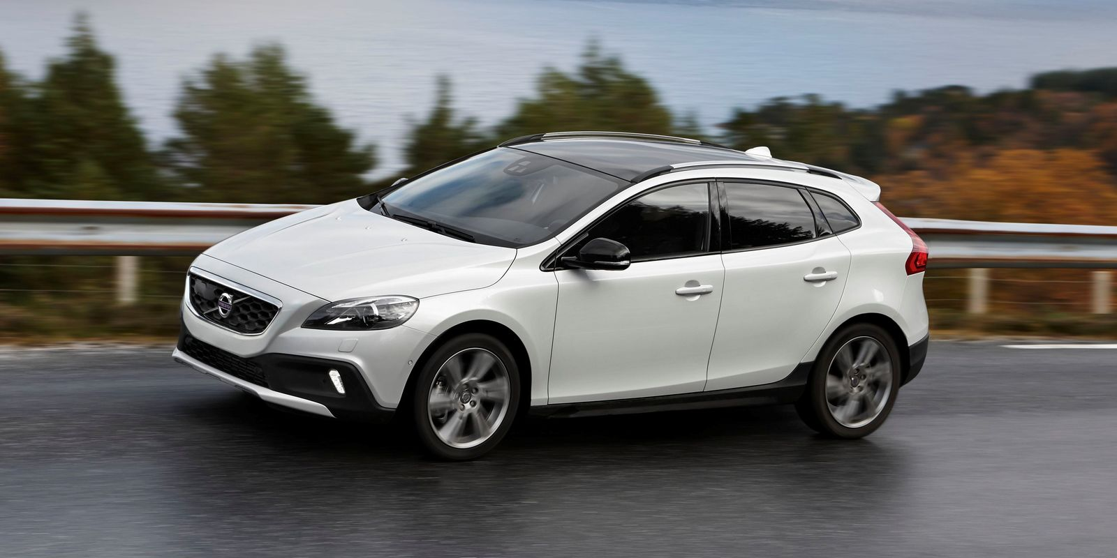 volvo v40 cross country review carwow. Black Bedroom Furniture Sets. Home Design Ideas